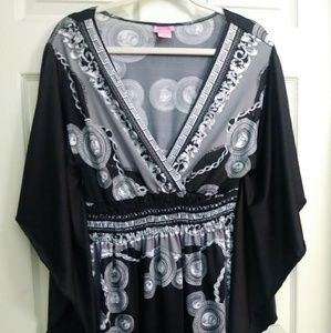 She's Cool black and white tunic top size 2x